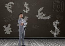 Усмехаясь бизнесмен перед деньгами на стене Стоковое фото RF