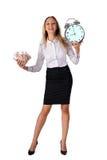 Усмехаясь бизнес-леди с наличными деньгами и часами Стоковое Изображение RF