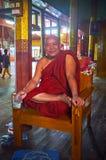 Усмехаясь буддийский монах, Ywama, озеро Inle, Мьянма Стоковое фото RF