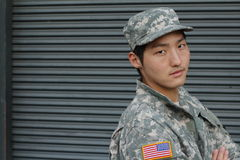 Усмехаясь воинский азиатский здоровый человек Стоковое фото RF
