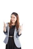 Усмехаясь выставка большого пальца руки бизнес-леди поднимающая вверх Стоковое Фото