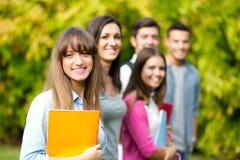 Усмехаясь группа студентов стоковое изображение rf