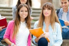 Усмехаясь группа студентов стоковая фотография