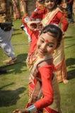 Усмехаясь девушка в сари в Асоме Стоковое Изображение RF