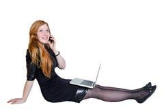 Усмехаясь девушка держа портативный компьютер изолированный на белой предпосылке Стоковое Изображение RF