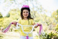 Усмехаясь девушка ехать велосипед Стоковое фото RF