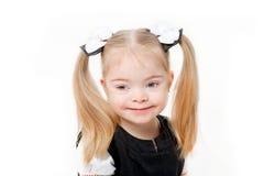 Усмехаясь девушка зрачка на белизне Стоковые Изображения RF