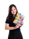 Усмехаясь девушка и портрет сумки моды Стоковое Фото