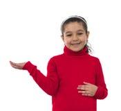 Усмехаясь девушка с открытой рукой стоковые фотографии rf