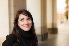 Усмехаясь девушка стоковые фото
