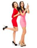 2 усмехаясь девушки с мобильным телефоном Стоковое Фото