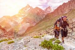 Усмехаясь женские hikers Стоковая Фотография