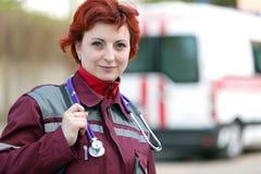 Усмехаясь женский медсотрудник Стоковое Фото