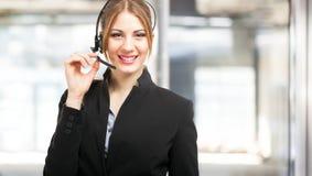 Усмехаясь женский портрет представителя клиента стоковое фото rf