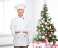 Усмехаясь женский шеф-повар с компьютером ПК таблетки Стоковые Изображения RF