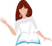 Усмехаясь женщина в белом платье с книгой Стоковое Фото