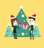 Усмехаясь женщина и человек с подарочной коробкой Стоковые Изображения RF