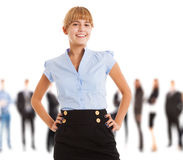Усмехаясь женщина перед группой людей стоковые фотографии rf