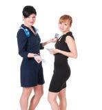 2 усмехаясь женщины держа деньги Стоковые Фотографии RF