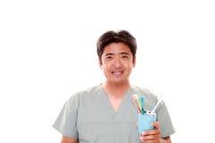 Усмехаясь зубоврачебный гигиенист стоковые фото
