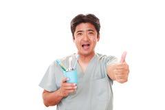 Усмехаясь зубоврачебный гигиенист стоковое фото rf