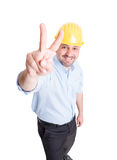 Усмехаясь инженер показывая знак мира или номер два Стоковая Фотография