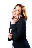 Усмехаясь коммерсантка говоря на телефоне стоковое изображение