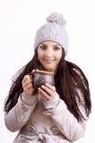 Усмехаясь кофе женщины выпивая стоковая фотография