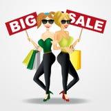 2 усмехаясь красивых женщины с большими знаменами продажи Стоковая Фотография