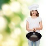 Усмехаясь маленькая девочка в белой пустой футболке Стоковое Изображение