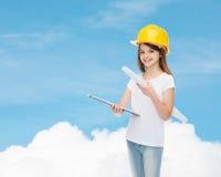 Усмехаясь маленькая девочка в защитном шлеме Стоковые Изображения RF