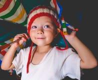Усмехаясь маленькая девочка с зонтиком Стоковая Фотография RF