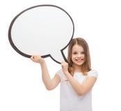Усмехаясь маленькая девочка с пустым пузырем текста стоковое фото rf