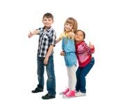 3 усмехаясь маленьких дет стоя совместно Стоковое Фото