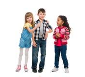 3 усмехаясь маленьких дет стоя совместно Стоковое Изображение