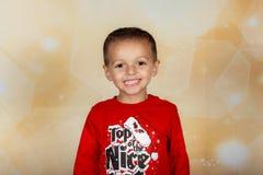 Усмехаясь мальчик праздника Стоковые Фотографии RF