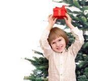 Усмехаясь мальчик с подарком Стоковые Фото