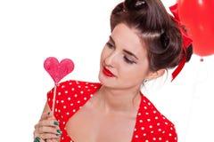 Усмехаясь молодая привлекательная женщина девушки при красные изолированные губы стоковые фото