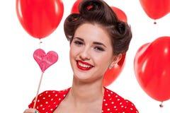 Усмехаясь молодая привлекательная женщина девушки при красные изолированные губы стоковые изображения