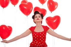 Усмехаясь молодая привлекательная женщина девушки при красные изолированные губы стоковое изображение rf