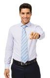 Усмехаясь молодой бизнесмен указывая на вас стоковое изображение rf