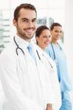 Усмехаясь доктора на медицинском офисе Стоковые Изображения