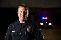 Усмехаясь офицер стоковые изображения