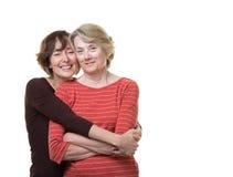 Усмехаясь дочь с ее матерью Стоковое Изображение