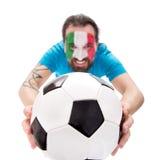 Усмехаясь поклонник футбола от национальной команды tha Италии, футбола внутри Стоковые Изображения RF