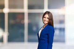 Усмехаясь портрет женщины, большой экземпляр-космос Стоковая Фотография RF
