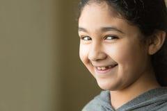 Усмехаясь портрет маленькой девочки Стоковые Фото