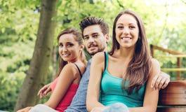 Усмехаясь подростки на парке Стоковое Изображение RF