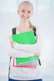 Усмехаясь подростковый студент с папками стоковое изображение rf