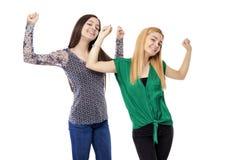 2 усмехаясь привлекательных девочка-подростка - белокурый и брюнет Стоковая Фотография